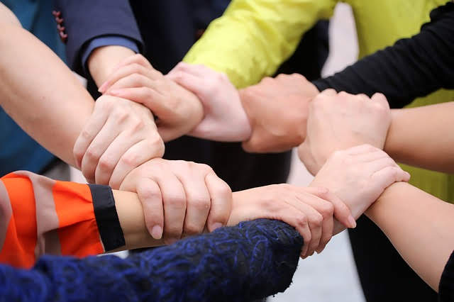 Inclusione sociale - Foto di jerryzhuca da Pixabay